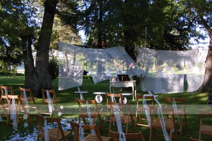 colores-de-boda-ceremonia-encaje-lamparas