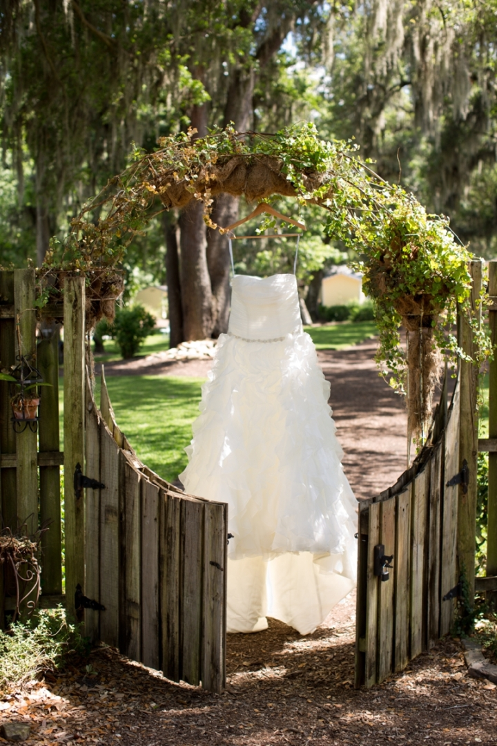 Coral-and-Sage-Green-Florida-Barn-Wedding_0002