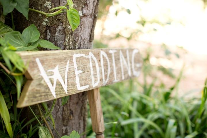 Coral-and-Sage-Green-Florida-Barn-Wedding_0015