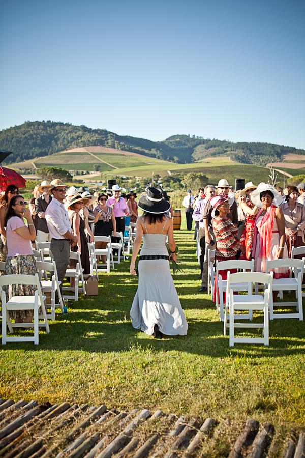 colores-de-boda-invitados-sombrero