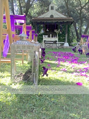 colores-de-boda-pasillo-nupcial-faroles-flores