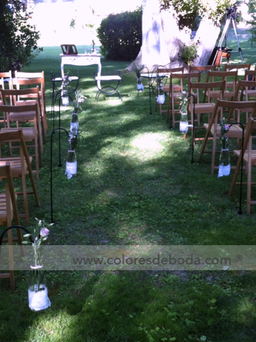 colores-de-boda-pasillo-nupcial-botellas-flores