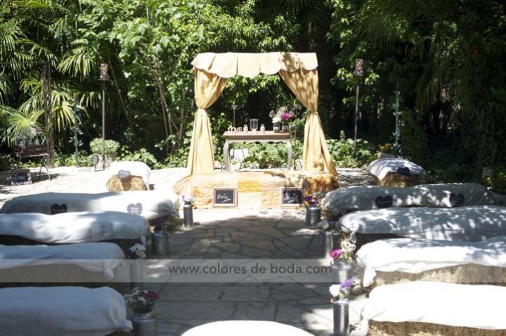 colores-de-boda-pasillo-nupcial-lecheras-flores-heno