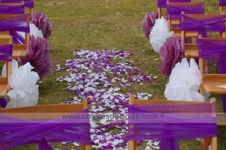 colores-de-boda-pasillo-nupcial-pompones-papel