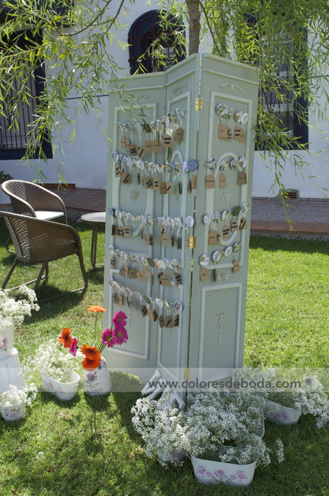 colores-de-boda-seating-etiquetas-chapas