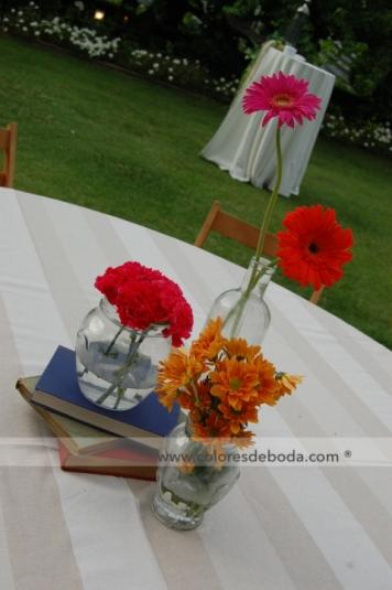 colores-de-boda-centro-mesa-botes-libros-1