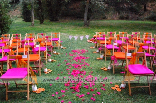 1-colores_de_boda-ceremonia-civil-fucsia-naranja-botellas-suspendidas-22