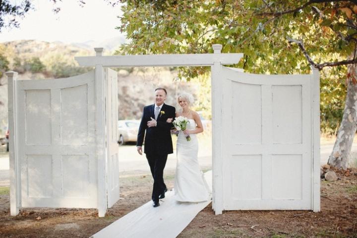 colores-de-boda-puertas-ceremonia-1