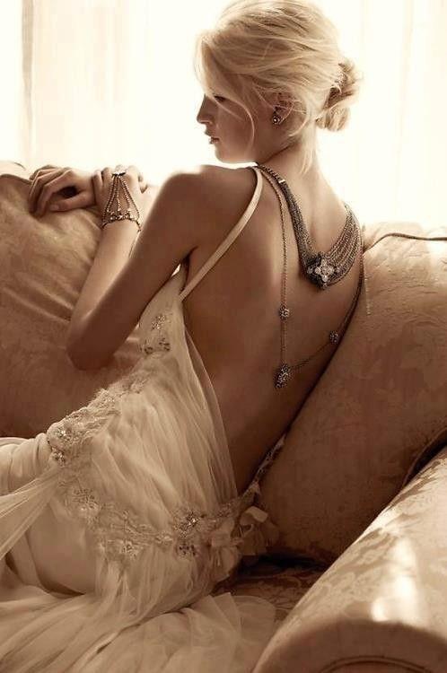 colores-de-boda-vestido-novia-espalda-aire-11