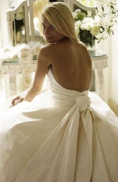 colores-de-boda-vestido-novia-espalda-aire-4
