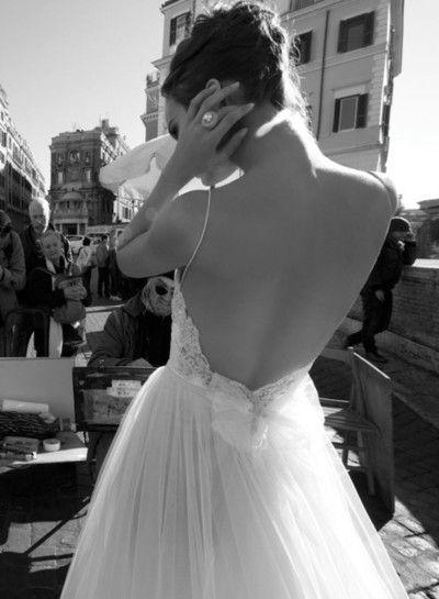 colores-de-boda-vestido-novia-espalda-aire-5