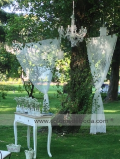 1-colores-de-boda-ceremonia-puertas-lamparas-cortinas-30