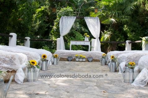 colores-de-boda-ceremonia-pacas-heno-encaje-girasoles