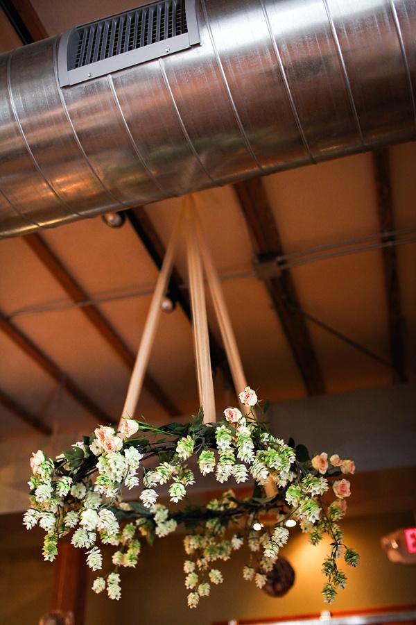 colores-de-boda-arreglos-florales-suspendidos-8