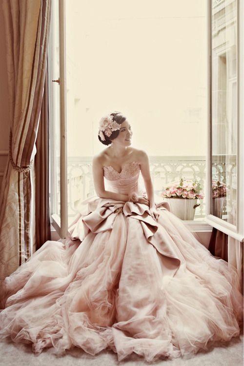 colores-de-boda-vestido-novia-rosa-6
