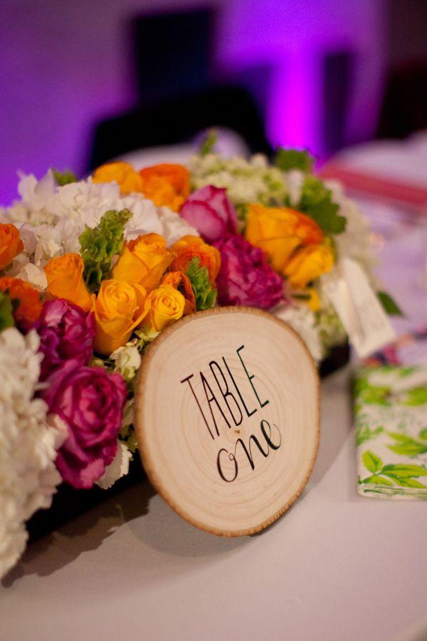 colores-de-boda-meseros-rodajas-madera