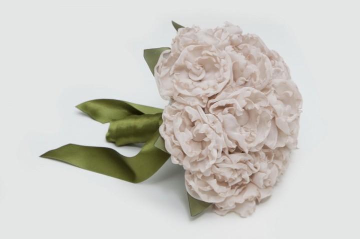 colores-de-boda-ramo-flores-tela-blanca-blanco-2