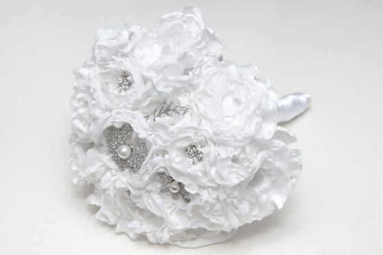 colores-de-boda-ramo-flores-tela-blanca-blanco-4