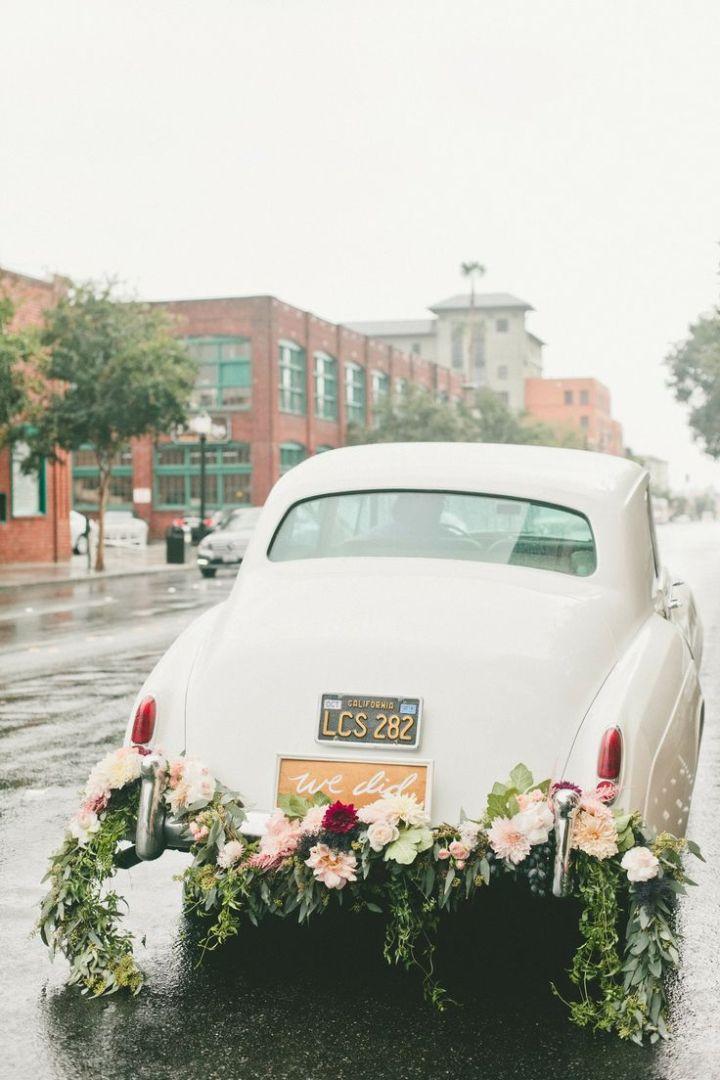 colores-de-boda-coche-novios-1