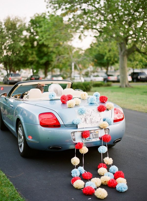 colores-de-boda-coche-novios-2