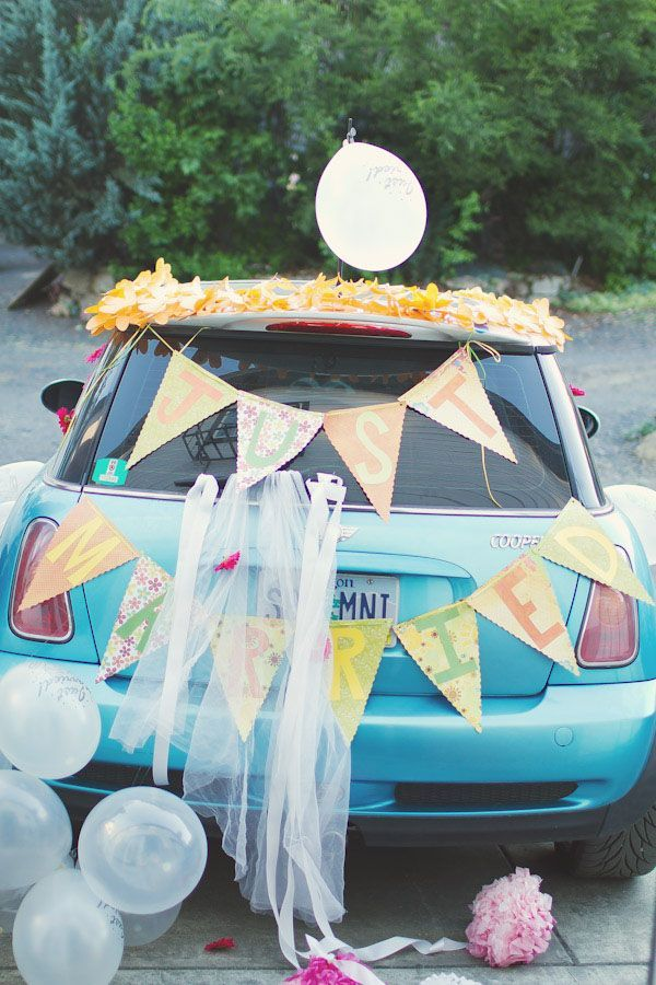 colores-de-boda-coche-novios-3