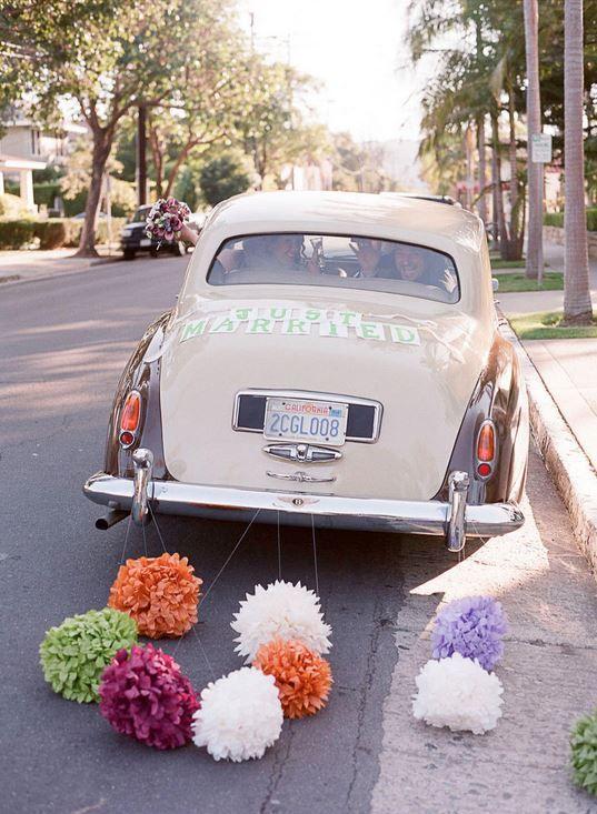 colores-de-boda-coche-novios-8