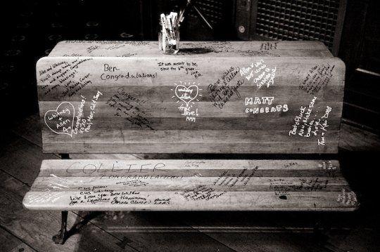 colores-de-boda-libro-firmas-banco-madera-6
