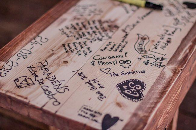 colores-de-boda-libro-firmas-banco-madera-7