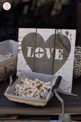 colores-de-boda-confetti-palomitas-salida-novios