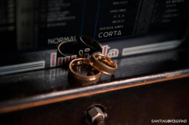 colores-de-boda-fotografía-anillos-novios-santiago-bargueno