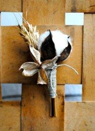 colores-de-boda-prendido-flor-algodon