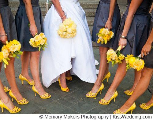 novias con zapatos de colores – colores de boda