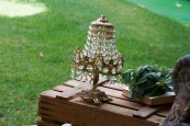 Colores-de-boda-decoracion-sofa-lampara-vintage-laura-y-raul
