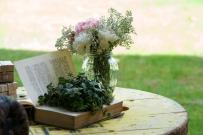 Colores-de-boda-rincon-coctel-sofas-libros-laura-y-raul_0137