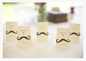 colores-de-boda-tarjetas-seating-plan-bigotes-movember
