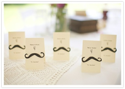 colores-de-boda-tarjetas-seating-plan-bigotes-movember