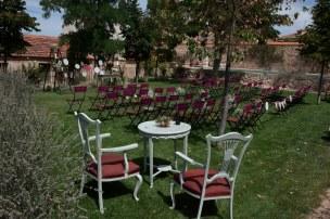 colores-de-boda-23-ceremonia-fucsia-muebles