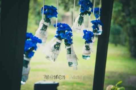 colores-de-boda-26-botellas-suspendidas-margarita-azul