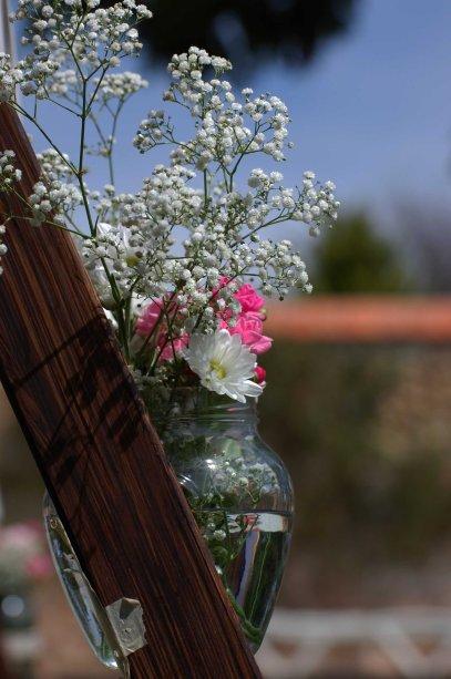 colores-de-boda-41-ceremonia-escalera-bote-flor