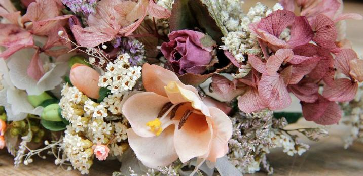colores-de-boda-coronas-novias-boho-chic-hippie-flores-sweet-boheme