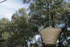 colores-de-boda-81-organizacion-bodas-decoracion-suspendida-jaulas-cestos-1