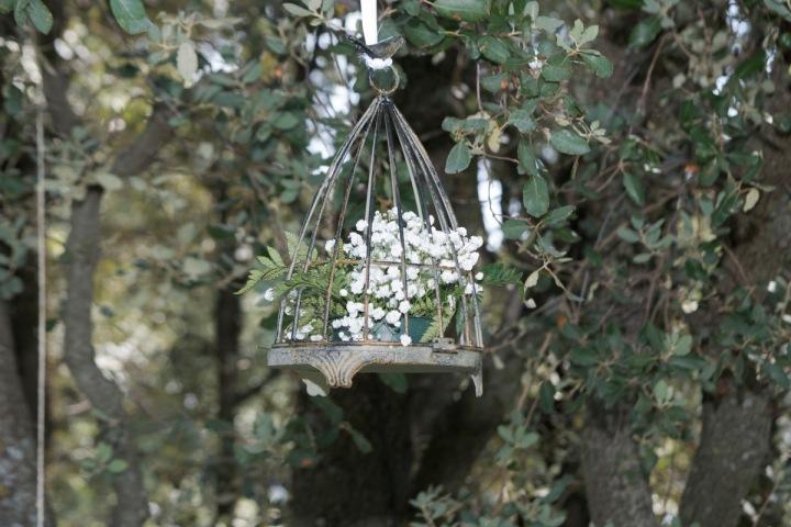 colores-de-boda-85-organizacion-bodas-decoracion-suspendida-jaulas-cestos-5