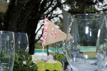 colores-de-boda-92-organizacion-bodas-centro-de-mesa-mesero-arpillera