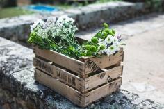 colores-de-boda-decoracion-caja-antigua-flores