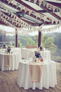 Camino mesa redonda colores de boda for Caminos para mesas redondas