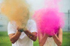 colores-de-boda-sesion-fotos-polvos-holi-10